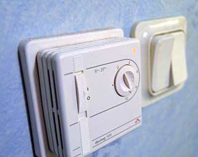 Energideklaration symboliserat med golvvärmereglage.